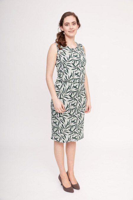 Dit olijfgroene jurkje van Lana met een print van bladeren bestaat voor 96% uit lyocell. Dit is een relatief nieuwe stof in de kledingbranche, die bekend staat om haar duurzaamheid en stevigheid