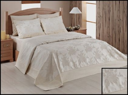 Pentru a proteja asternutul pentru pat ai nevoie de o cuvertura pe masura. Iti propunem cuvertura din imagine care se potriveste pentru un pat dublu. Aceasta este confectionata din bumbac de cea mai buna calitate si are o broderie fina de catifea pe partea superioara. http://goo.gl/lEFnfN