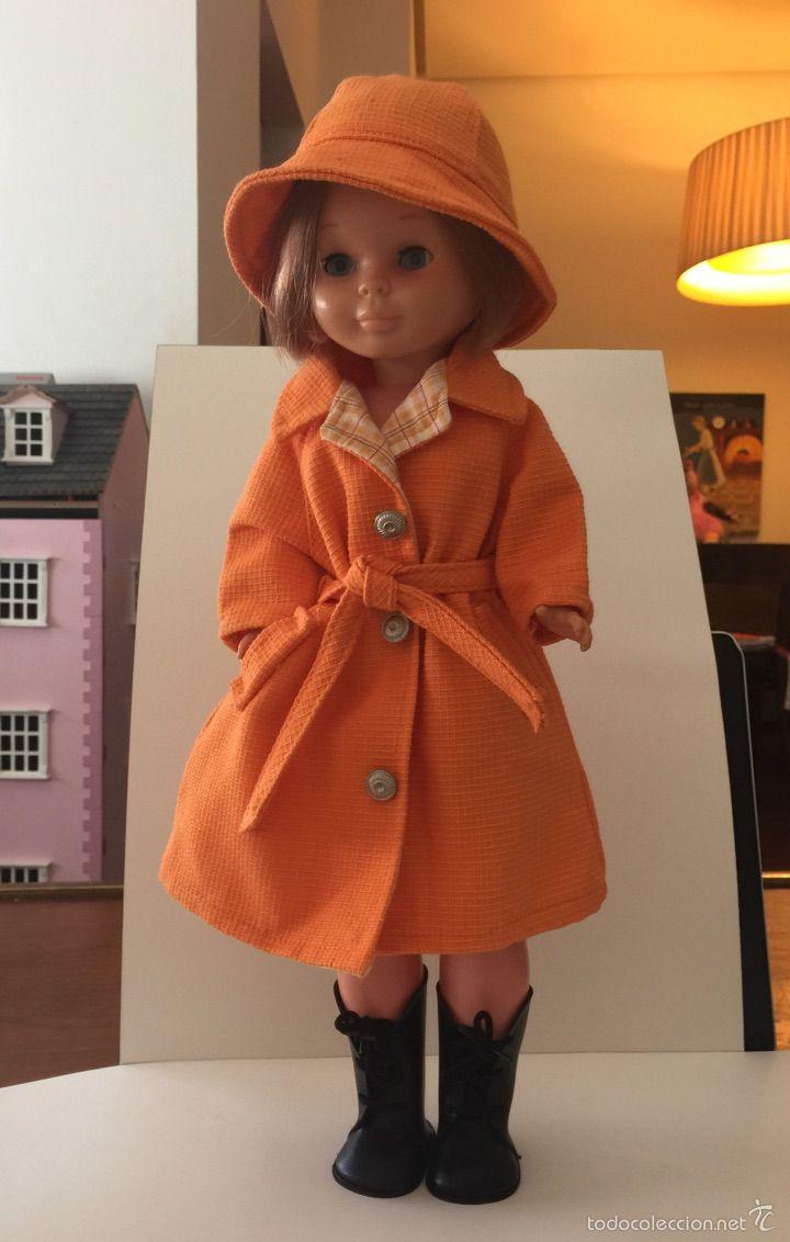Nancy Quiron London gabardina y sombrero solo ropa - Foto 1