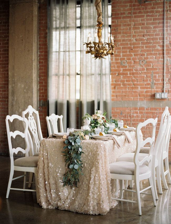 gold glittery tablescape + green garland