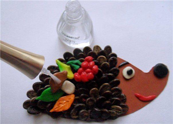 Ежик из арбузных семечек - Поделки с детьми   Деткиподелки