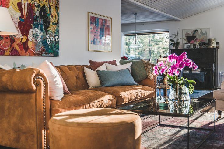 Svart, längre marmorbord med svart stålram. Soffbord, hallbord, marmor, bord, möbler, inredning, vardagsrum. http://sweef.se/bord/173-jaguaren-soffbord-i-marmor-120x75cm.html