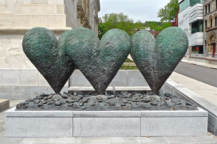 """""""3 hearts on a rock"""", sculpture by artist Jim Dine."""