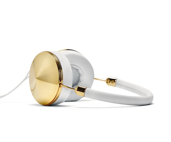 Taking cues from modern architecture, gold and white become sophisticated and beautiful when mixed together. luxurious leather wrapped headband combined with gold hardware makes this over-ear headphone the most coveted accessory.
