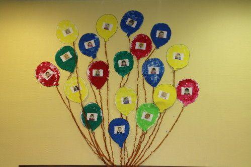 Chaque enfant peint un ballon, colle sa photo. Merci à crisca pour sa contribution.