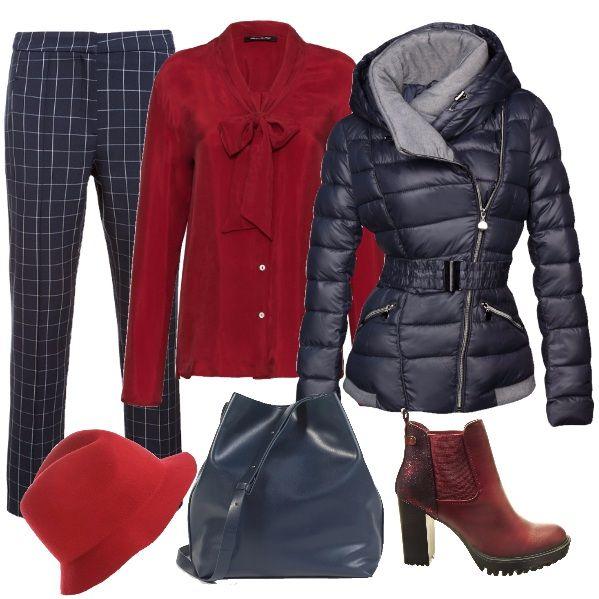 Un outfit per la taglia 48. Pantaloni classici blu con sottili righe chiare. Una bella camicetta rossa con fiocco. La giacca imbottita e calda. Stivaletti rossi come il cappello e una borsa a secchiello blu completano la nostra mise.