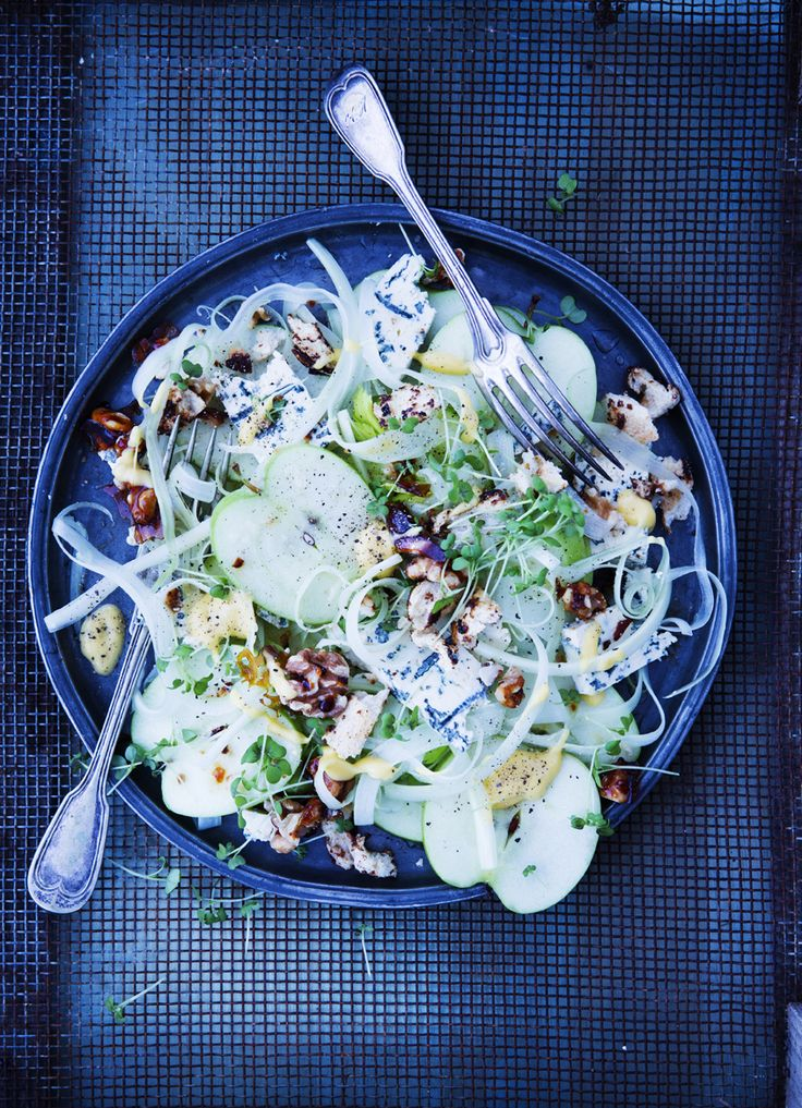 apple&fennel salad with caramelized walnuts and blue cheese
