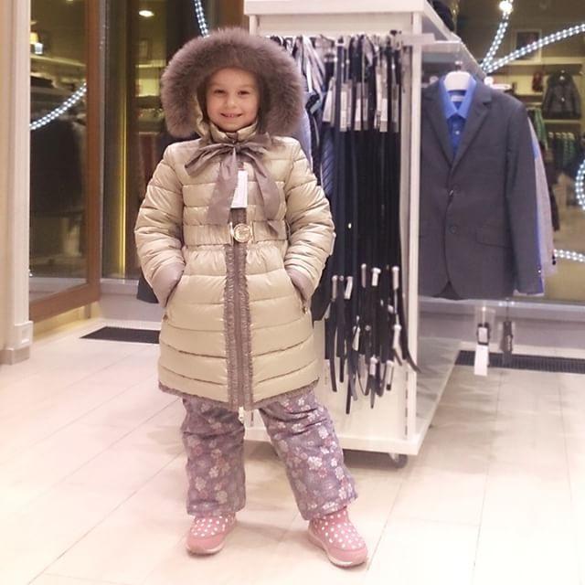 Искреннаяя радость от покупки красивого пальто PUlLKA с теплым меховым капюшоном и бантом! Сейчас у нас действуют скидки. Уточняйте цены и размеры в наличии:)  #пальтодлядевочки #мех #банты #пуховик #зимняяодежда #зима #зимняямода #скидки #распродажа #длядочки #длядевочки #детскиймагазин #магазиндлядетей #детскийбутик #шопинг #покупкидлядетей #детки #девочкитакиедевочки #улыбка #радость #выходные #удачныевыходные #pulka #pulkakids #silverspoon #silverspoonkids #silverspoonfashion #цдм…