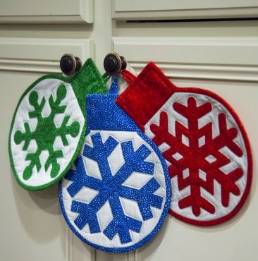 ORNAMENT HOTPADS Make them for your holiday party or give to friends and family…