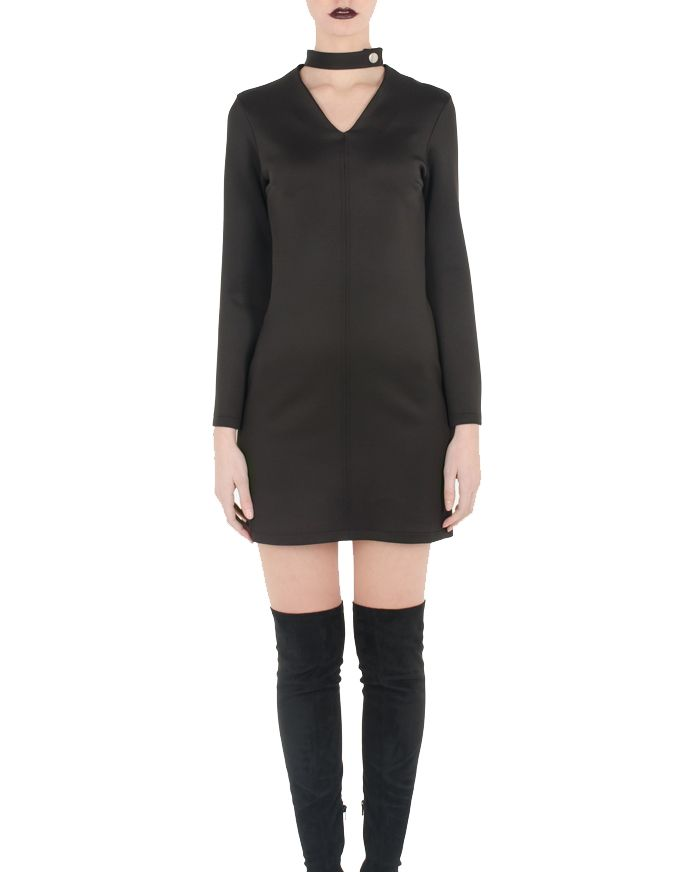 Black color neoprene dress with long sleeves by SHOPyte for women.  Model is 177 cm and is wearing size XS  Color: Black Fabric: 92% Polyester, 8% SP Measurements:  Care: Machine wash, cold; Do not bleach; Tumble dry, normal, low heat; Do not wring; Iron, low; Dryclean, any solvent except trichloroethyleneMade in Spain  Conditions générales de vente