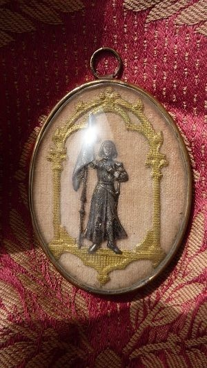 19th C. French medallion Jeanne d'Arc convex glass