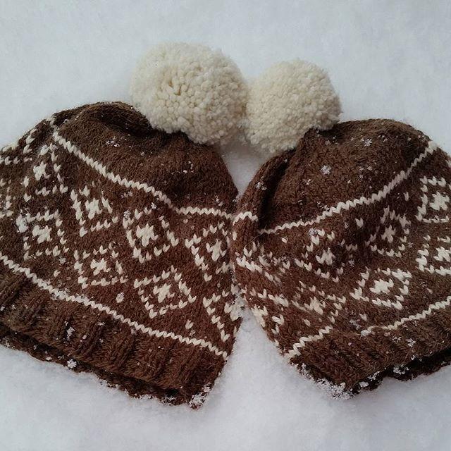 Da har vi kommet litt inn i det nye året og håper dere har hatt en koselig jul og nyttårsfeiring 😀 Ønsker dere et strålende år og håper det blir fylt med mye glede og mange gode opplevelser ❤ Jeg har strikket snowyluer til meg og mannen på nyåret👫 #snowylue #snowyhat #strikking #knitting #strikkelue #knittinghat #strikkedilla #knittinglove #strikkeglede ##strikkelykke #instaknit #knittinginna  #madebyme #DIY