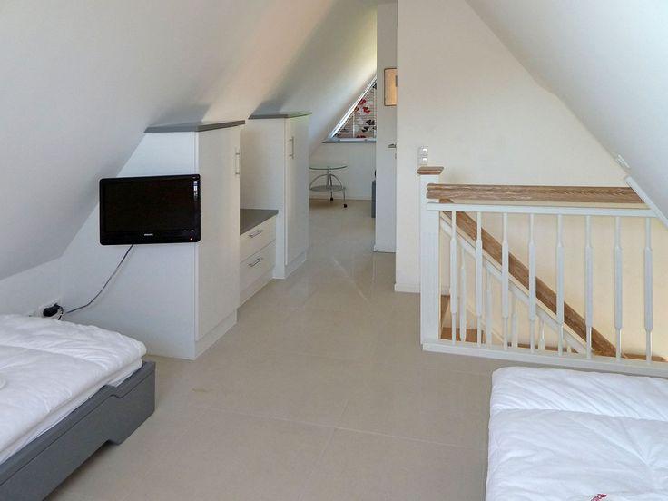 die besten 25 fertiger dachboden ideen auf pinterest dachboden renovierung dachboden und. Black Bedroom Furniture Sets. Home Design Ideas