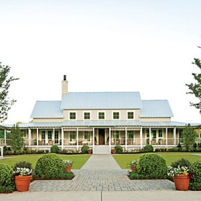 Charming Home Exteriors: Traditional Southern Farmhouse