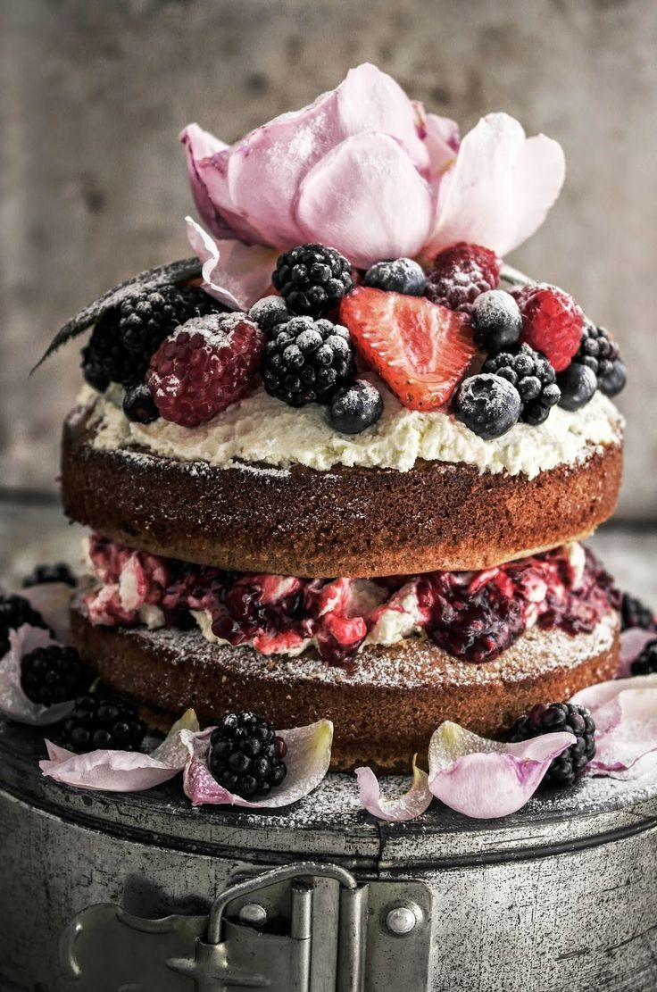 keroiam:  Recipe: Buckwheat Summer Berry Cake