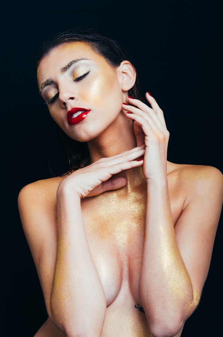 Gold Model: Kamilie Nassif Makeup and Hair: Ly Moreira Photo: Michel Flores