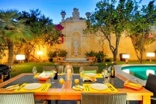 Beautiful villa on the island of Malta | HomCozy