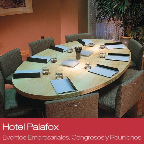 ¿Quién dice que una reunión o un desayuno de trabajo tenga que ser en un ambiente frío? La Compañía Real de Zaragoza pone a tu disposición acogedoras salas de reuniones con toda la equipación que necesites para tu evento empresarial.