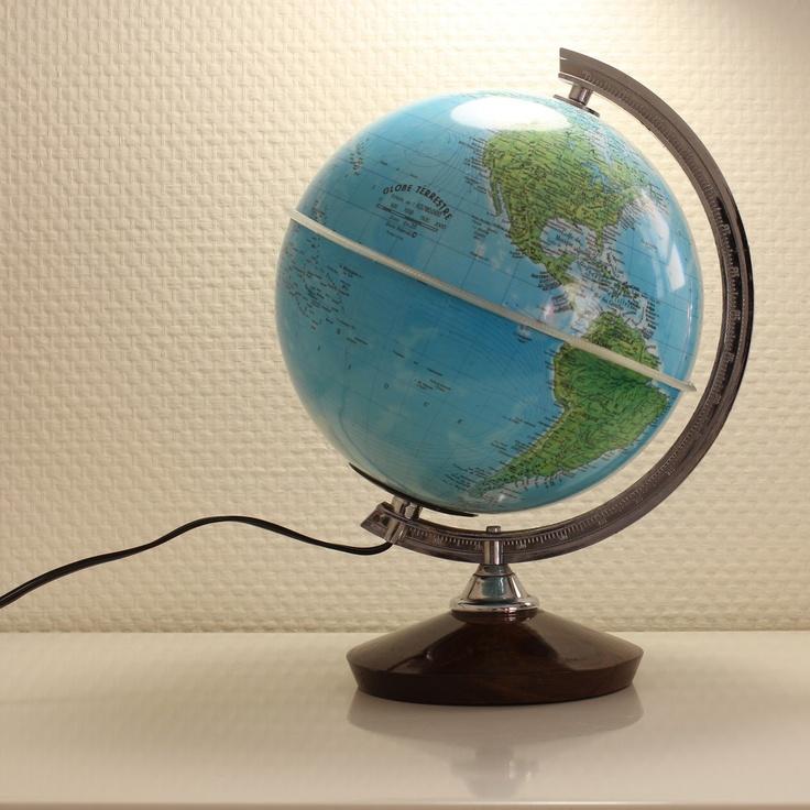 petit globe terrestre lumineux vintage. Black Bedroom Furniture Sets. Home Design Ideas