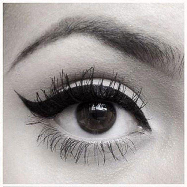 Quoi de plus beau qu'un trait d'eyeliner parfaitement dessiné ? Sobre et sophistiqué, l'eyeliner a ce fabuleux pouvoir de métamorphoser nos petits yeux en oeil de biche...