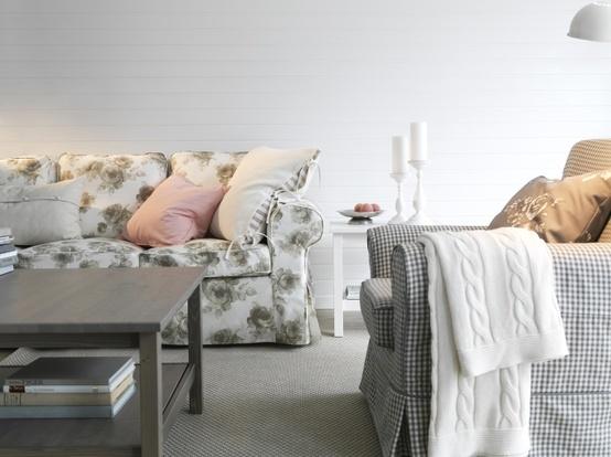 Relaxez et détendez-vous sur un canapé EKTORP.