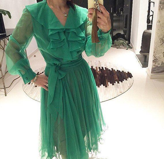 Magnifique robe à volants en mousseline de soie des années 70 vert émeraude