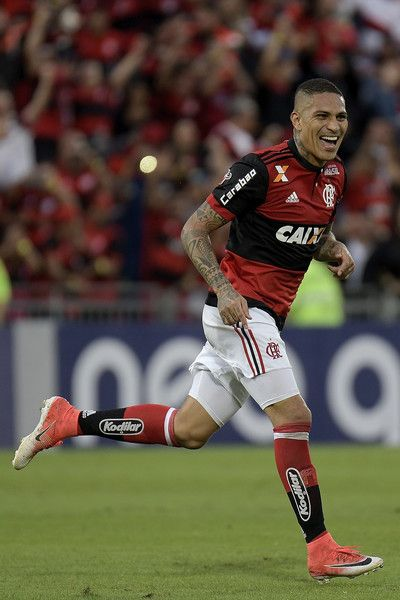 Guerrero of Flamengo celebrates a scored goal during the match between Flamengo and Sao Paulo as part of Brasileirao Series A 2017 at Ilha do Urubu Stadium on July 02, 2017 in Rio de Janeiro, Brazil.