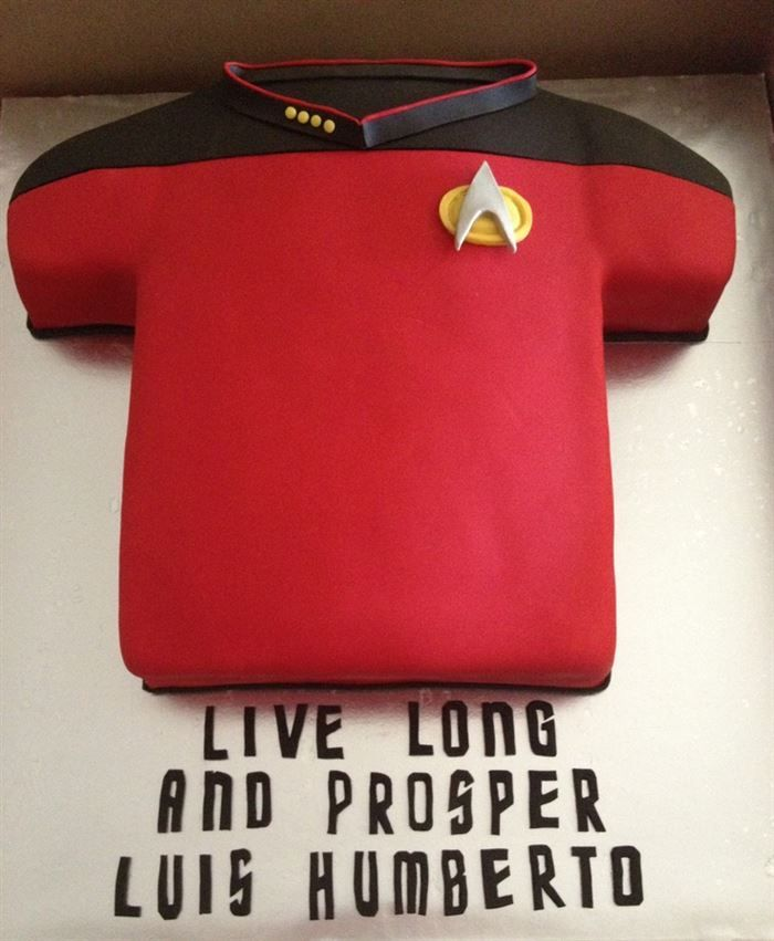 """25 Star Trek Cakes That Are """"Out Of This World"""" Amazing 17 - https://www.facebook.com/diplyofficial"""