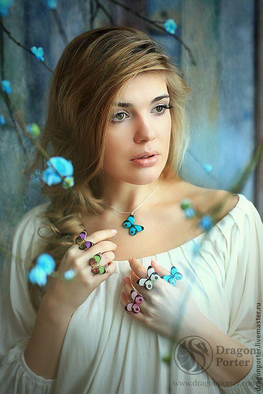 Есть на свете одна голубая мечта....<br />  Что счастливыми станет мы все навсегда...<br />  Что не будет печали,горя и зла...<br /> …