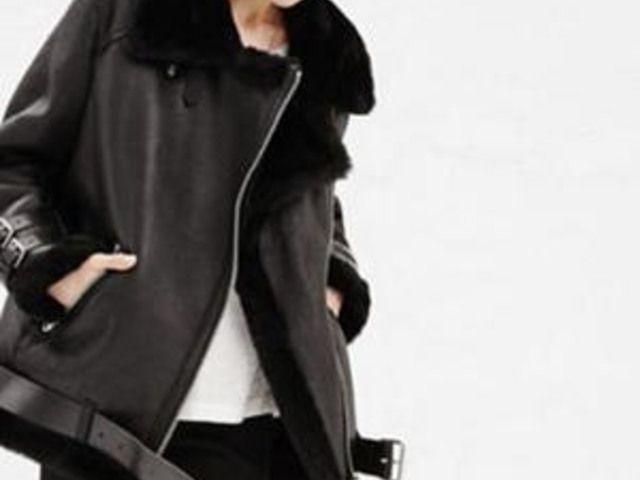 Sooo kuschelig: Diese Fake-Lederjacken mit Fell kann man auch im Winter tragen!