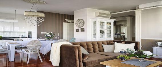 meble prowansalskie i tapicerowane (spójrzcie na tę fantastyczną kanapę) z decorlivinghome.com