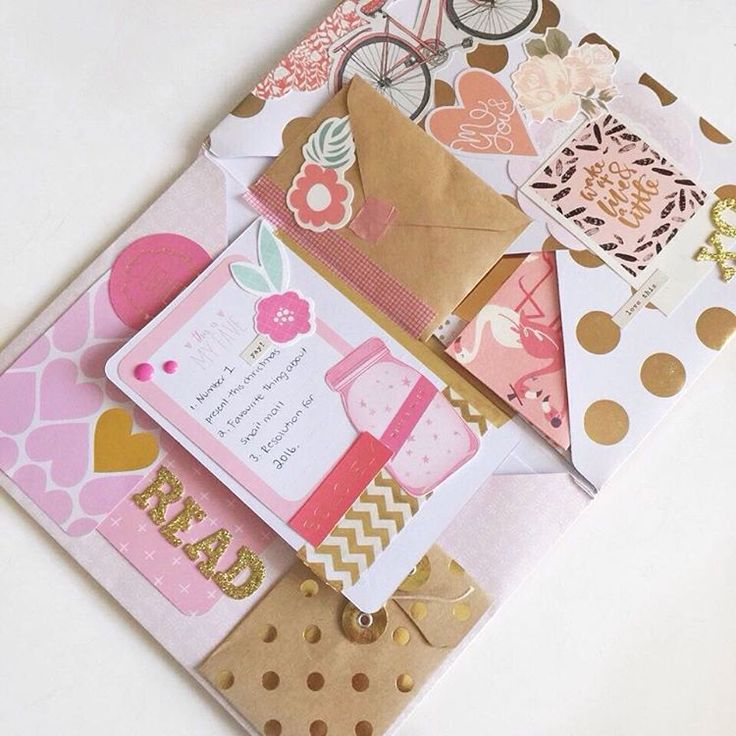Mail that clearly deserves to be framed. Can we just appreciate the perfect combination of pink, gold and floral.