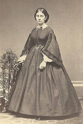 CDV PHOTO BEAUTIFUL YOUNG WOMAN LARGE HOOP DRESS LARGE CUFFS CIVIL WAR ERA