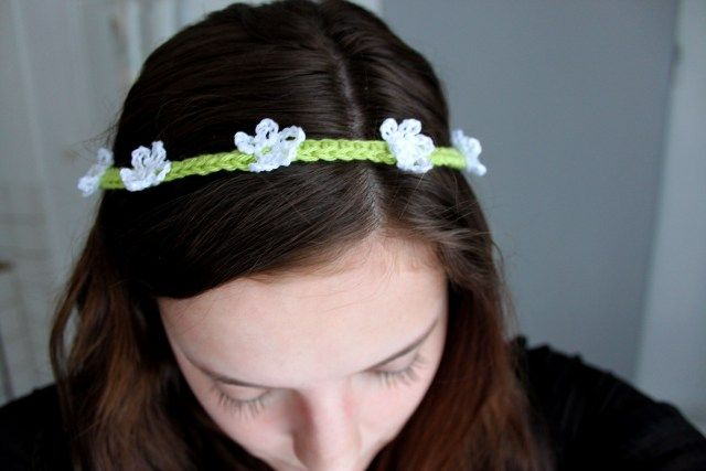 Easy and sweet crochet flower headband - Google translate from Swedish