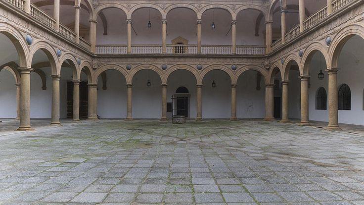 1541-1603.Гóспиталь Тавéра (el Hospital de Tavera),др.названия Госпиталь де Сан Хуан Баутиста,Госпиталь де Афуэра,Сан Хуан де Афуэра (Hospital de San Juan Bautista,Hospital de Afuera) изв.пример исп. Ренессанса,нах.в гор. Толедо.Построен в 1541- 1603гг. по прик.кардинала Таверы (ум.1545),одного из крупн.деятелей церкви, президента совета Кастилии и инквизитора. Госпиталь был посв.Иоанну Крестителю (Сан Хуан Баутиста) Hospital de San Juan Bautista (Toledo) Patio.