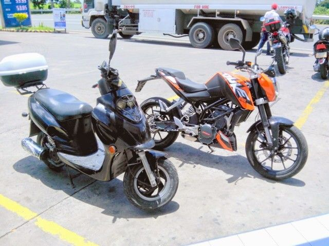 Chinese 125cc scooter with a KTM Duke 200