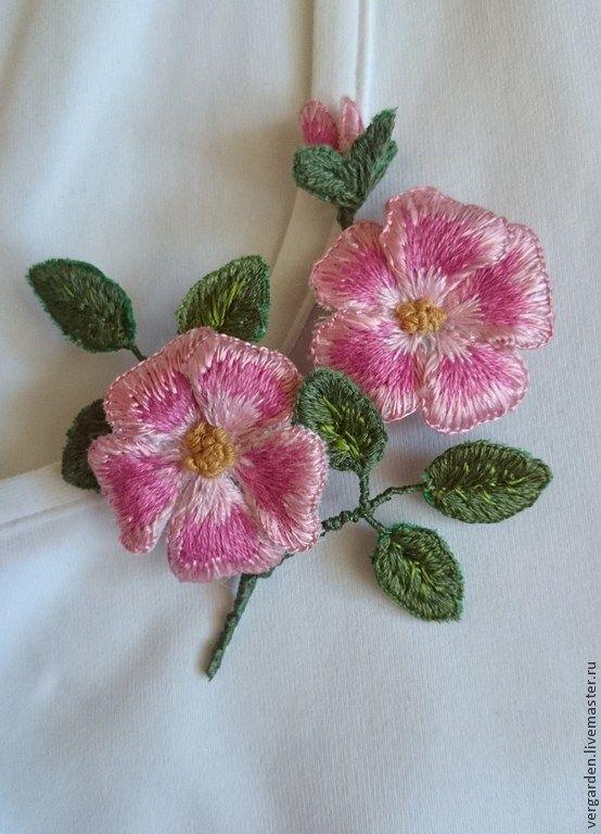 """Купить Брошь """"Ветка шиповника"""" - розовый, шиповник, цветы, украшения, брошь в форме цветка, гладь"""