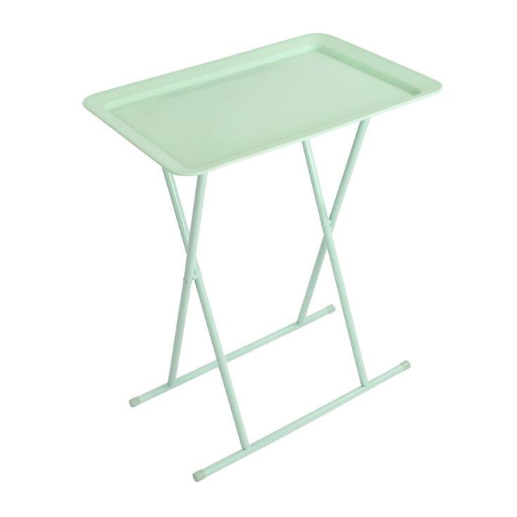 Mesa rectangular plegable con soporte de metal y bandeja de plástico.