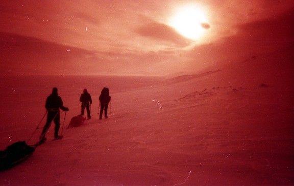 Reinheimen, Noorwegen. Merkloze waterdichte camera met redscale van Fuji Superia 200 film.