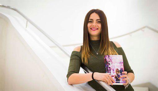 "Alexandra Roma, Premio ""La Caixa"" / Plataforma de novela juvenil por 'Hasta que el viento te devuelva la sonrisa'"