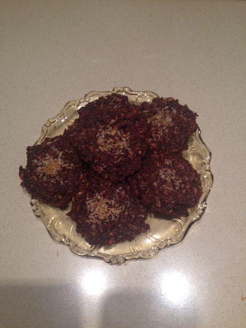 Csokis chia magos süti  Hozzávalók:  - 2 alma  - 2 evőkanál zsírszegény holland kakaópor  - 20 gramm zabpehely  - 10 gramm chia mag  - kis fahéj édesítőszer és kókusz