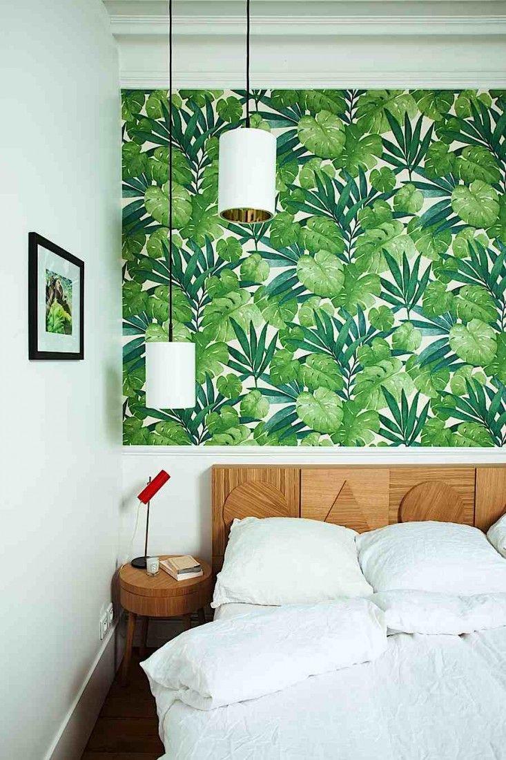 Papier peint fleuri, pour tête de lit funky.