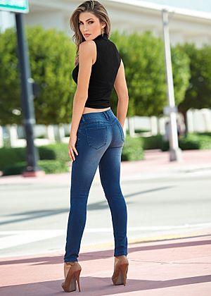 4343 best Woman in Jeans images on Pinterest