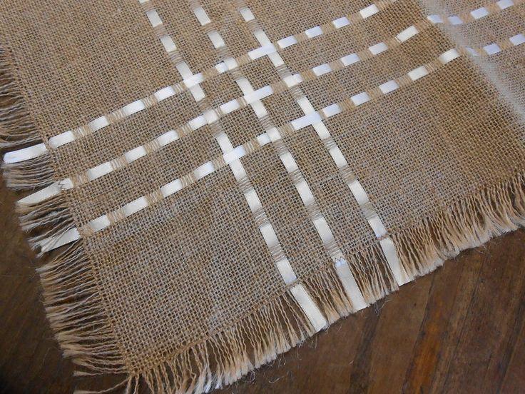 Centrotavola quadrato in tela juta  color corda con nastri di raso bianco., by Le gioie di  Pippilella, 19,80 € su misshobby.com