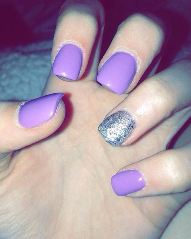 purple acrylic nails