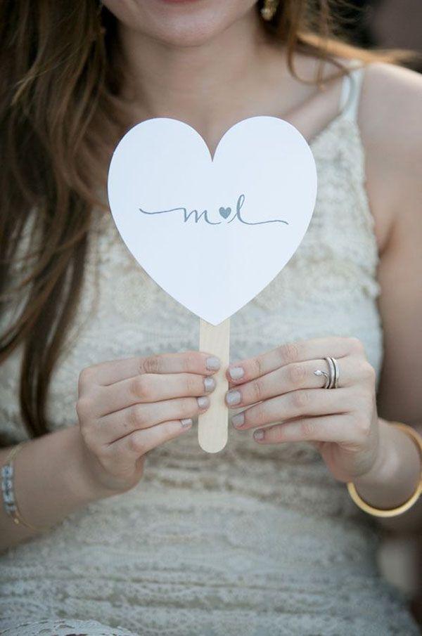 heart shaped wedding fan   ventaglio matrimonio a forma di cuorehttp://weddingwonderland.it/2016/02/15-decorazioni-forma-cuore.html
