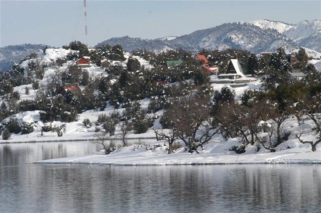 Con tradición mapuche y a orillas del lago Aluminé, Villa Pehuenia es la localidad de mayor crecimiento en Neuquén en los últimos años y una de las más nuevas del país, creada especialmente como destino turístico hace poco más de 20 años.