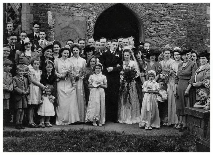 1940 Wedding Ideas: Late 1940s Wedding Group With Bride And Bridesmaids 1947