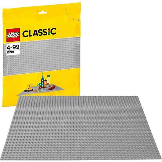 Ganz gleich, ob du einen Garten, eine Straßenkulisse, eine Burg oder ein eigenes Fantasiegebilde gestaltest, diese LEGO Classics: graue Grundplatte (Modulgröße: 48x48) (LEGO Nr. 10701) erweist sich als idealer Ausgangspunkt zum Bauen.<br /> <br /> Inhalt:<br /> - Die Graue Grundplatte (Modulgröße: 48x48) ist 38 cm breit und 38 cm lang. <br /> <br /> Auf einem Blick:<br /> -LEGO-Nr. 10701<br /> -LEGO-Teile: 1