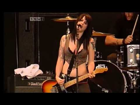 The Distillers: Interview / The Hunger / Beat Your Heart Out / Drain the Blood Live at Reading Festival 2004